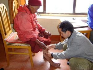 Dr Sherab Tenzin with pacient. Treating artrites